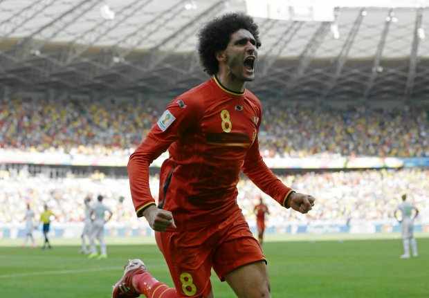 Marouane Fellaini świętuje po wyrównującej bramce