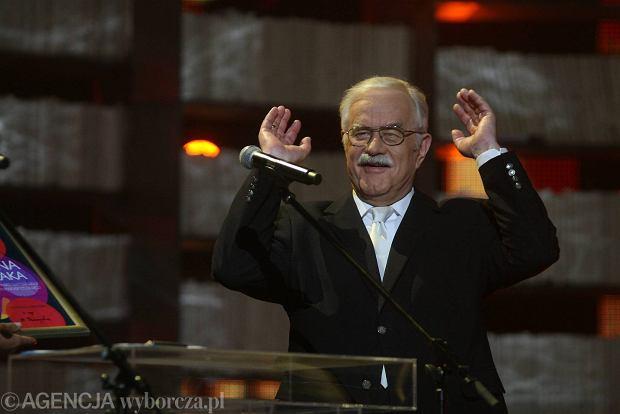 """Imieniny Jana Pietrzaka w TVP. Na koncercie m.in. prezes TVP2 z fraszką o """"ścinaniu gejów"""""""