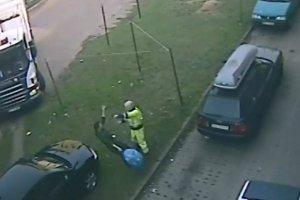 Kierowca �mieciarki pobi� dw�ch m�czyzn w Gda�sku [WIDEO]