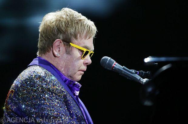 Elton John to bez wątpienia jeden z najpopularniejszych muzyków obecnych czasów. Wybitny artysta zapowiedział, że kończy karierę. Wyruszy w ostatnią trasę koncertową. Odwiedzi także Polskę.