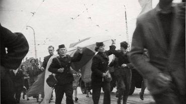 Tramwajarki na czele pochodu w czerwcu 1956 r.