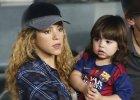 Ci�arna Shakira na meczu ukochanego. Lu�ne ubranie nie ukry�o sporego brzucha piosenkarki