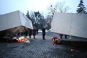 Donald Tusk w rocznic� katastrofy: - Bez z�ych emocji wspomina� ka�d� z 96 ofiar