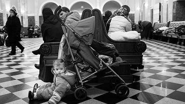 Koczownicy. Czeczeni na dworcu w Brześciu koczują po kilka miesięcy, by wjechać do Polski. Próbują nawet kilkadziesiąt razy