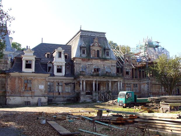 Pałac w Guzowie podczas remontu w 2014 roku