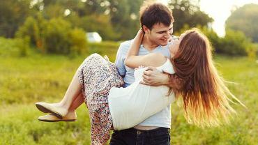 Czy pary okazujące sobie czułość staną się rzadkością?