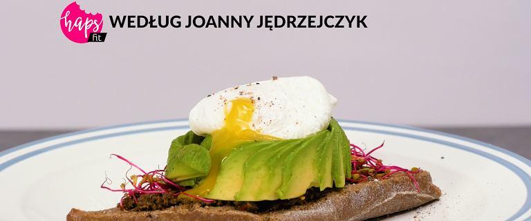 Śniadanie mistrzów. Kanapka z awokado i jajkiem po benedyktyńsku [HAPS FIT]