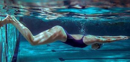 Pływanie doskonale wpływa na pracę serca
