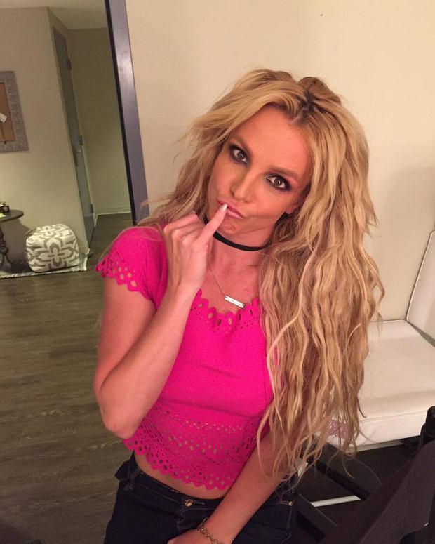 Britney Spears to gwiazda, która ma za sobą sporo różnych przeżyć, których świadkiem był cały świat. Od kontrowersyjnych scen, po traumatyczne upadki. Britney zaczynała jako młoda gwiazda, której rodzice napierali na zrobienie kariery. Po latach Spears wyznała, że była jedną z wielu ofiar zbyt wczesnego wejścia w świat showbiznesu.