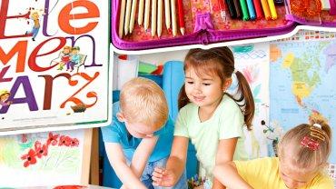 Sześciolatki zostają w przedszkolach