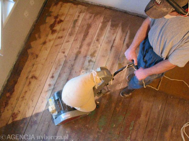 Jak zabezpieczyć drewnianą podłogę, aby była ładna i trwała?