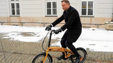 17.01.2018, prezydent Andrzej Duda na rowerze elektrycznym podczas konferencji 'Technologie przyszłości. Elektromobilność'