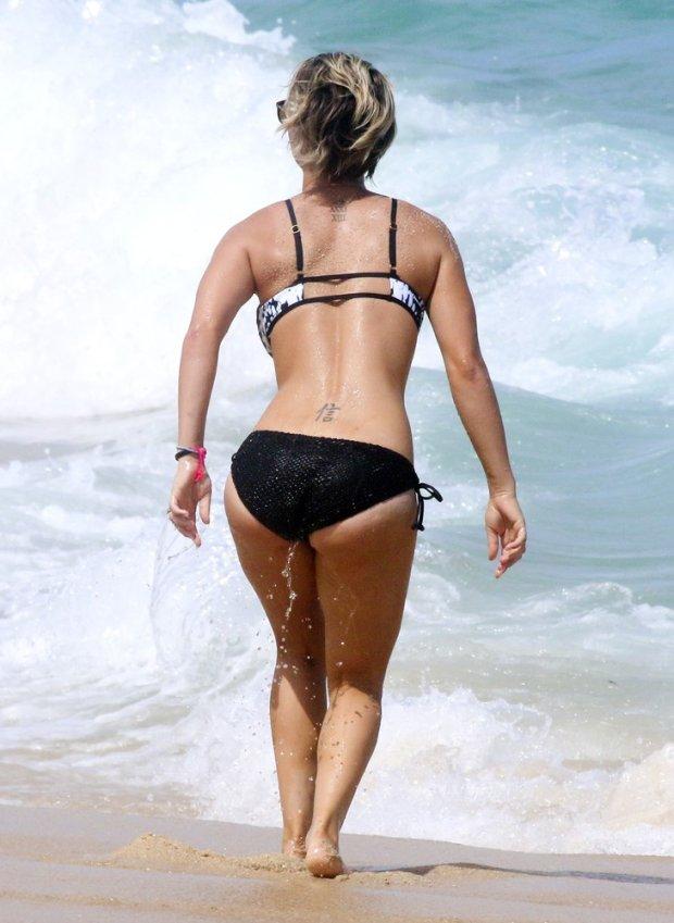 Japanese bikini hot vibrator girl