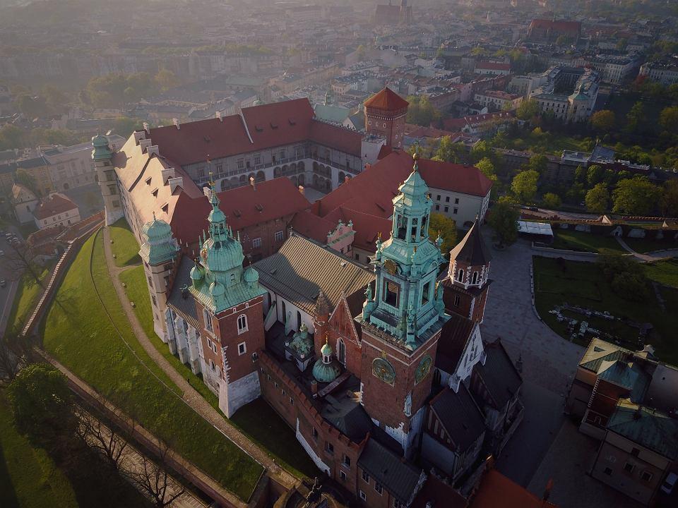 [Obrazek: z21894830V,Krakow-widziany-z-drona--Wawel.jpg]