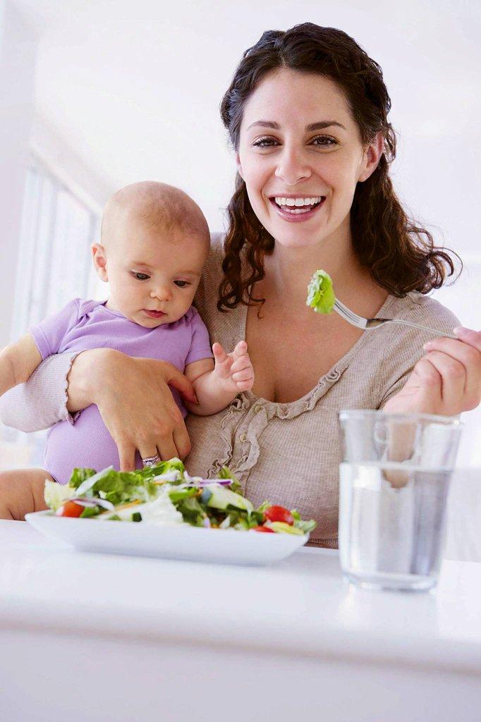 O diecie odchudzającej możesz pomyśleć kiedy dziecko ma przynajmniej pół roku. W tym czasie menu dziecka nie jest już zależne tylko i wyłącznie od twojego mleka.