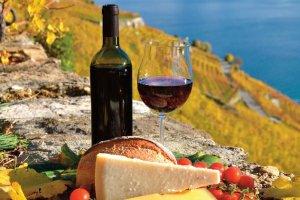 Kontrowersyjne badania: picie butelki wina dziennie lepsze niż abstynencja