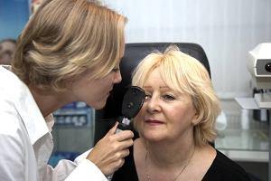 Jak wygl�da badanie dna oka?