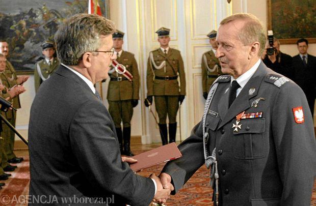 Belweder, 20 maja 2010 r.Bronis�aw Komorowski, w�wczas marsza�ek Sejmu pe�ni�cy obowi�zki prezydenta PR, mianuje Genera�a Lecha Majewskiego dow�dc� si� powietrznych