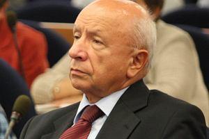 Prokuratura wszcz�a �ledztwo w sprawie profesora Chazana