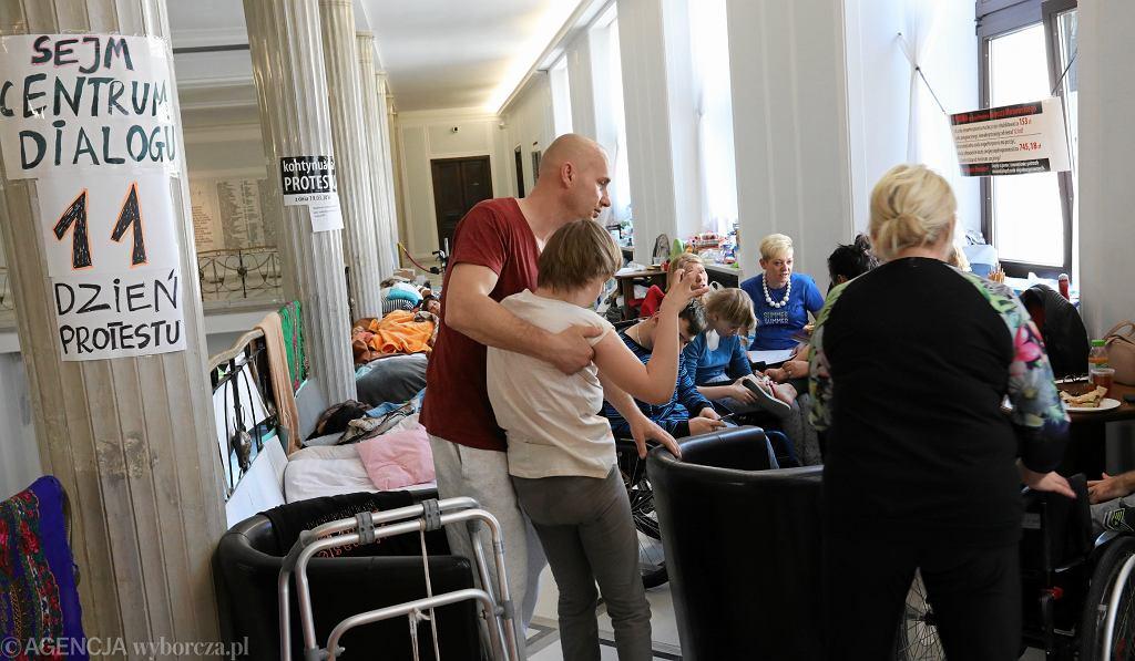 11. dzień protestu rodziców w Sejmie