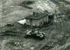 Nieznane zdj�cia z Grudnia '70. Stanowisko strzeleckie celuje w stoczni�