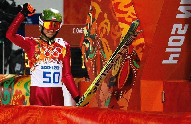 <b>Kamil Stoch, (skoki narciarskie): </b>jeden złoty w Soczi w 2014 r. Po 42 latach przerwy doczekaliśmy się złotego medalu w skokach! Kamil Stoch w konkursie na normalnej skoczni był bezapelacyjnie najlepszy i z nokautującą przewagą wygrał zawody.