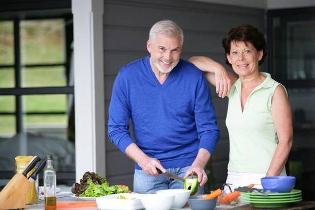 Zbilansowana dieta, bogata w warzywa i owoce to spos�b na utrzymanie odpowiedniego poziomu cholesterolu we krwi