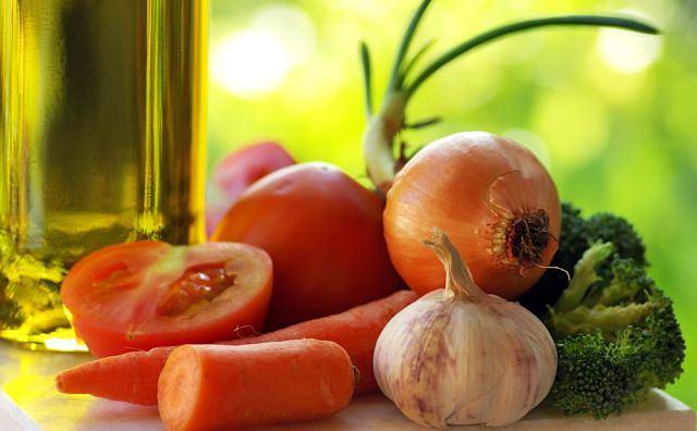 Dieta: warzywa, owoce, oleje, tłuste ryby
