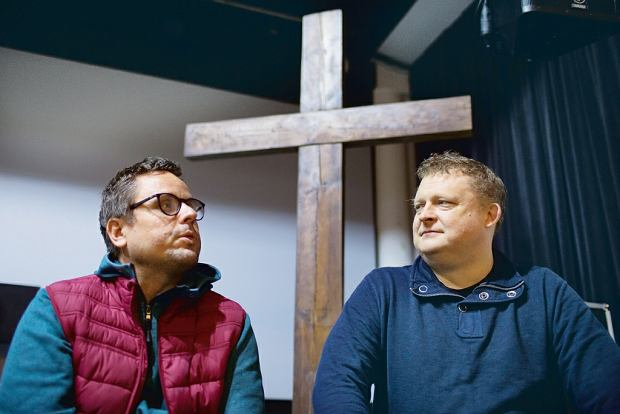 Ewangelik Tomasz Piątek, dziennikarz i pisarz, rozmawia z protestantem ewangelikalnym, psychoterapeutą Patrycjuszem Kosuniem o powrocie do Boga