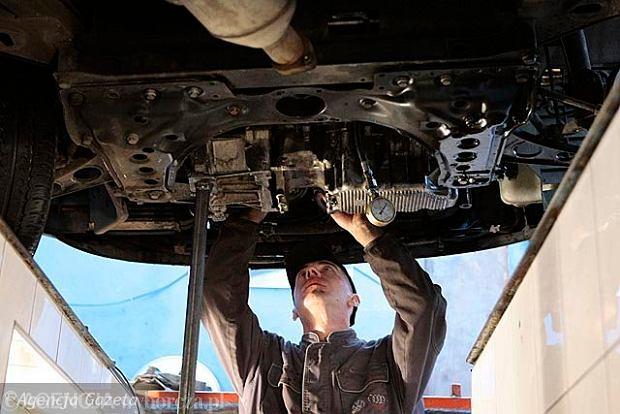 W badaniach technicznych aut - rewolucyjne zmiany. B�dzie dro�ej i ostrzej. Za sp�nienie - podw�jne op�aty