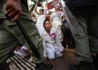 Krwawe szaty Kambodży: pracownicy zakładów odzieżowych giną od kul w protestach o godne warunki pracy
