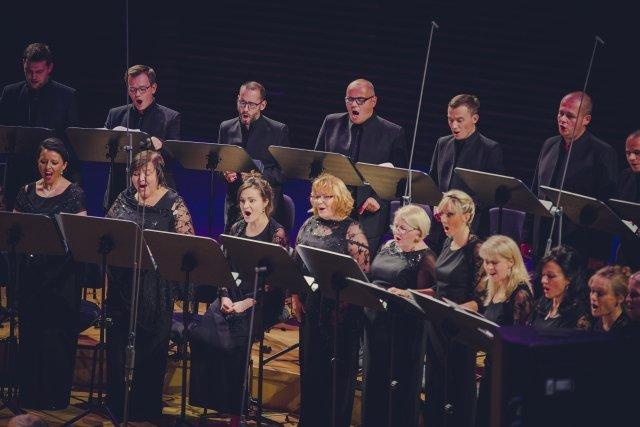 Camerata Silesia podczas sobotniego koncertu z Paco Pena w NOSPR / Wojciech Matusiak