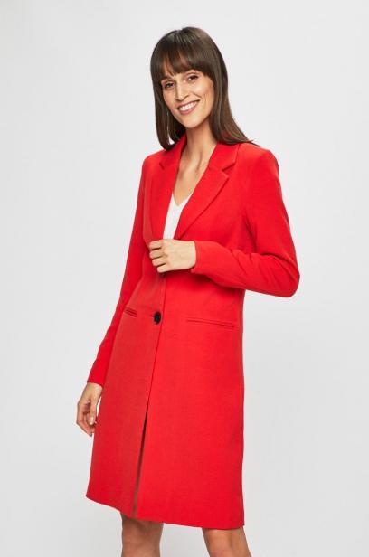 8da02f4bd3 Płaszcze dla puszystych - jaki fason wybrać i jak go nosić