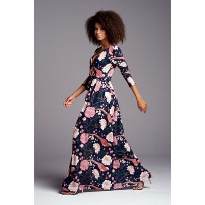 83b46f4ab6 Sukienki na wesele eleganckie dla mamy. Wśród nich kreacje kopertowe ...