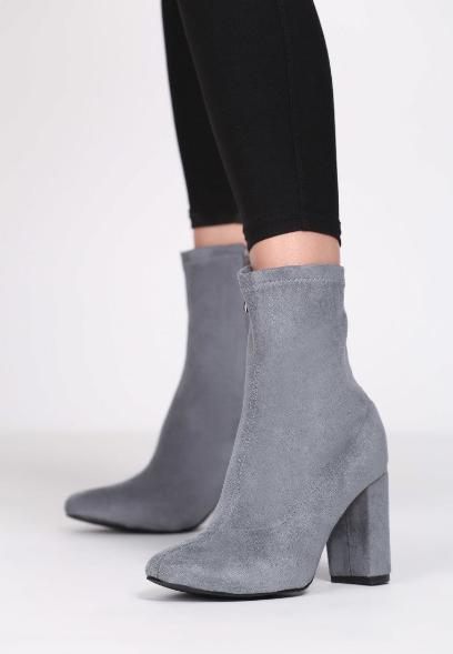 b883ae03bc5db Botki skarpetkowe - modne buty jesienne. Do czego pasują botki z ...