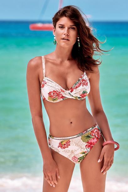 03c96f36aa Kostiumy kąpielowe dla dojrzałych kobiet - w tych modelach będziesz ...