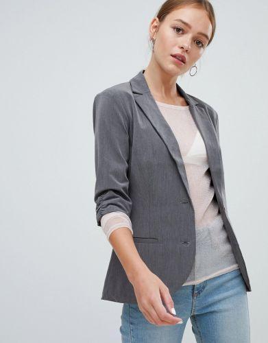 51380df24ab07 Damskie garnitury - trzy stylizacje idealne do pracy