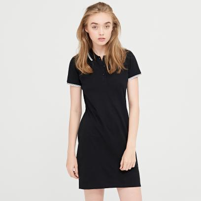 39cef301d9 Jakie dodatki dobrać do czarnej sukienki - propozycje na różne okazje