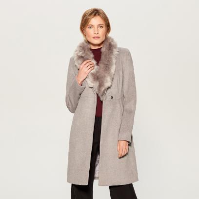 c8f4fbe9b6882 Najmodniejsze płaszcze i kurtki na zimę! Te modele kupisz na ...