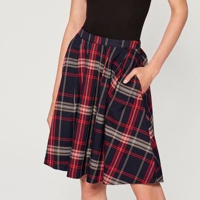 7380be50 Do czego pasuje spódnica w kratę? Stylizacje na jesień