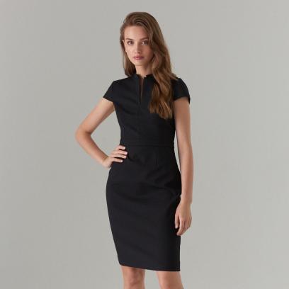 0f37539a Jakie dodatki dobrać do czarnej sukienki - propozycje na różne okazje