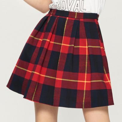 75e21fce Do czego pasuje spódnica w kratę? Stylizacje na jesień