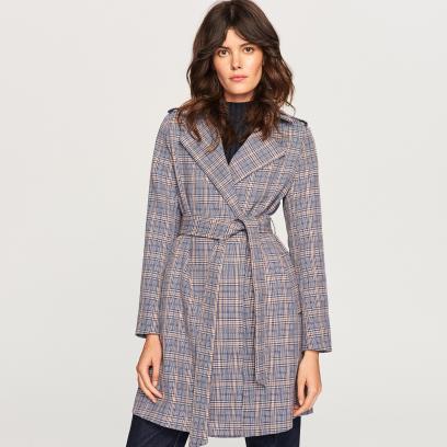f6e4c442 Krótki płaszcz damski na jesień i zimę