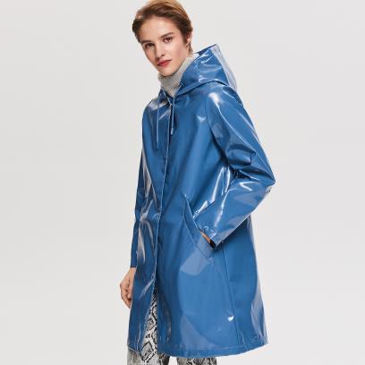 e257e69f8aac9 Kurtka przeciwdeszczowa damska: stylowy niezbędnik na deszczowe dni