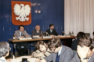 Sprawa ks. Popie�uszki w mediach oficjalnych i prasie podziemnej