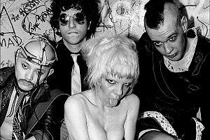 """Punkowcy wiecznie żywi. Historia punk rocka w książce """"Please kill me"""""""