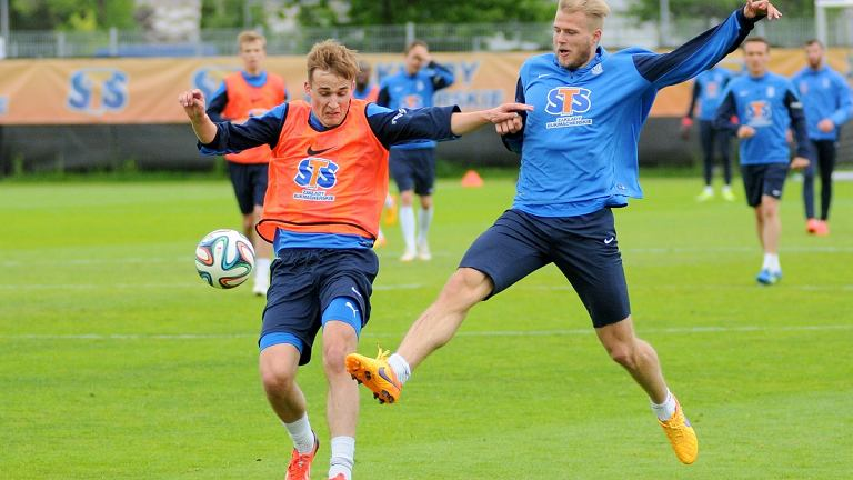 Lech Poznań trenuje przed meczem z Pogonią Szczecin. Paulus Arajuuri i Piotr Kurbiel