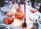 Mężczyźni piją więcej, ale imprezujące kobiety częściej lądują na okładkach gazet