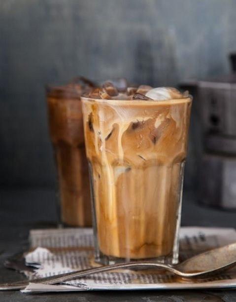 Kawa i napoje z kofeiną są niewskazane w trakcie okresu