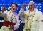 To zdj�cie na pierwszy rzut oka mo�e szokowa�. Co tak naprawd� chcia� przekaza� wiernym na Filipinach Franciszek? [ZDJ�CIA]